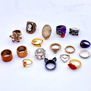 Lot of 17 Fun Fashion Rings!!
